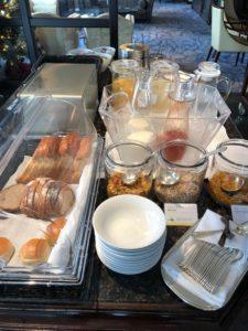 ラウンジでの朝食