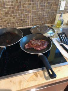 肉を丸ごと焼くこともできます。