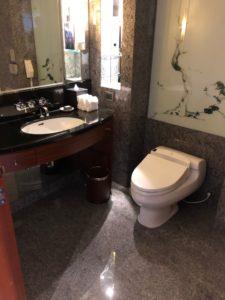 トイレはなんと二つも!